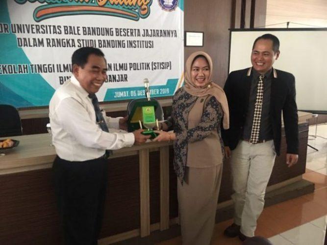 MoU Universitas Bale Bandung dengan STISIP Bina Putera Banjar